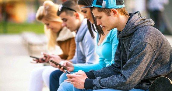 Sindrome da Text Neck: Cervicalgia e smartphone. Il disturbo dei tempi moderni
