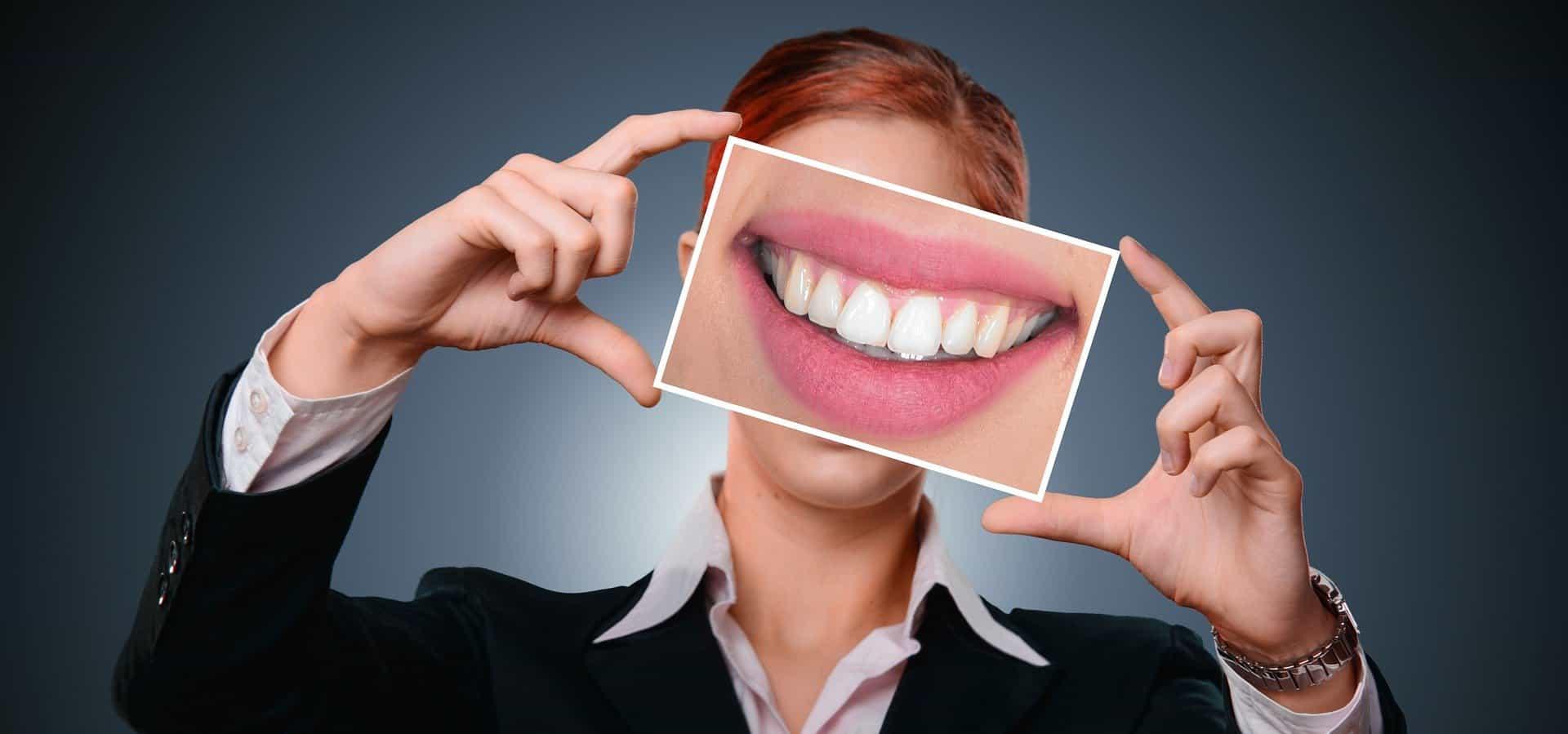 Ritrova il sorriso con l'implantologia a carico immediato