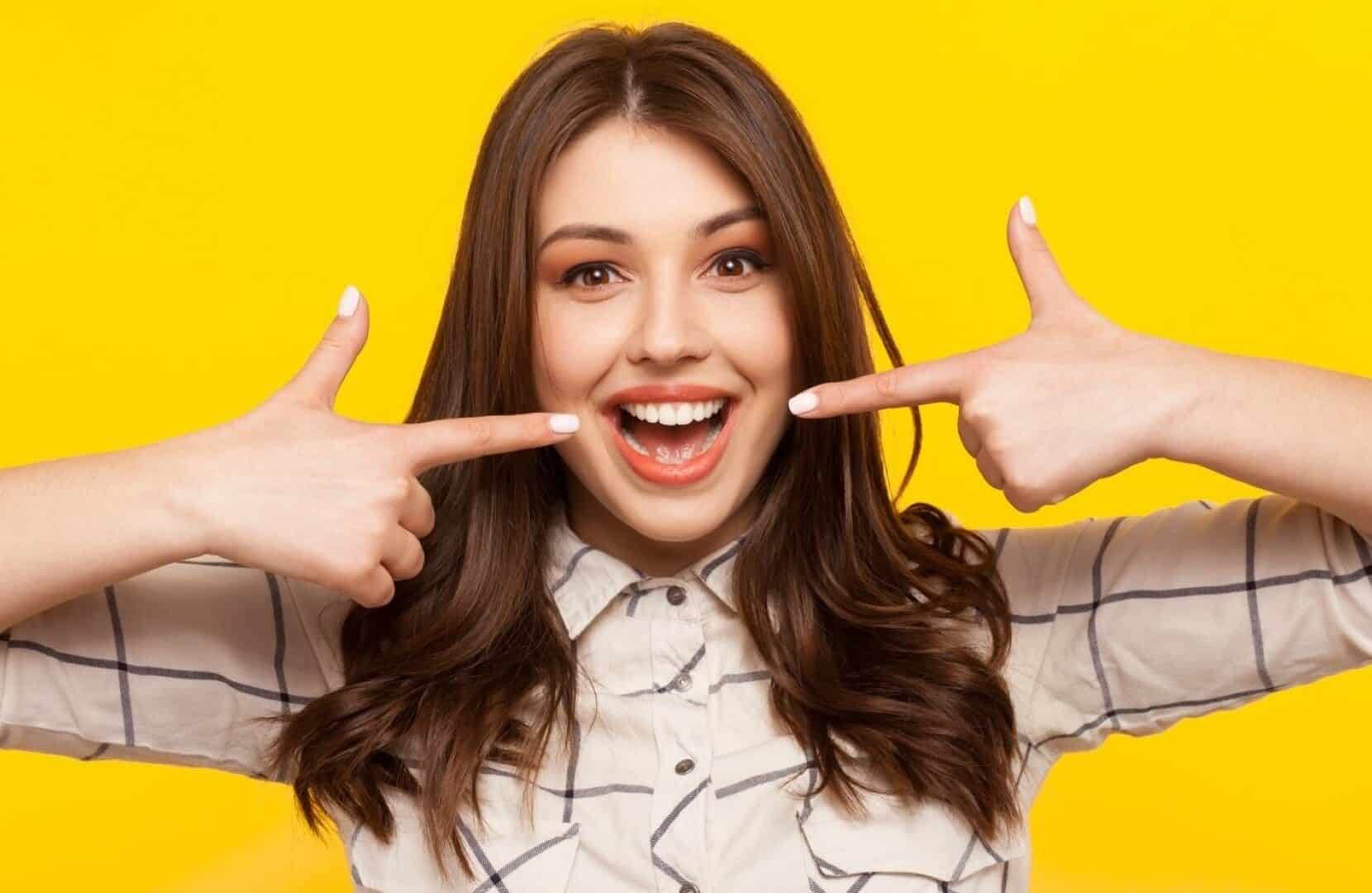 Sorriso: come si esegue lo sbiancamento dentale?