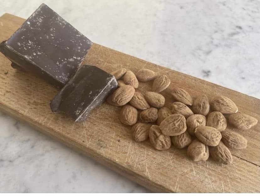 Snack mandorle e cioccolato fondente