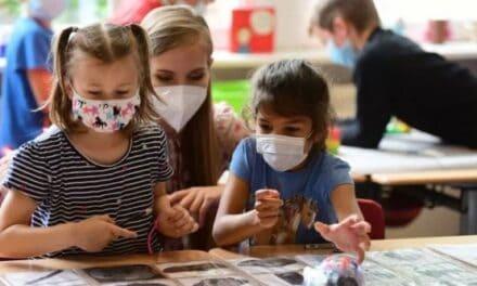 Covid, ritirato lo studio sulla pericolosità delle mascherine nei bambini